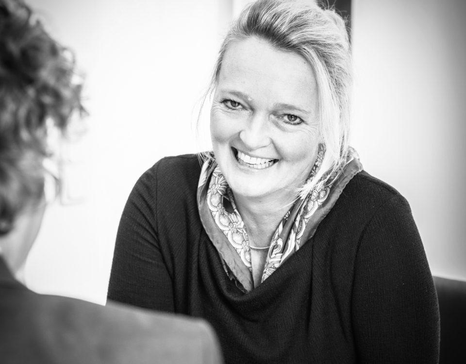 Unternehmensportrait, Anke Brand Steuerberaterin, Schwarz-Weiß Portrait,